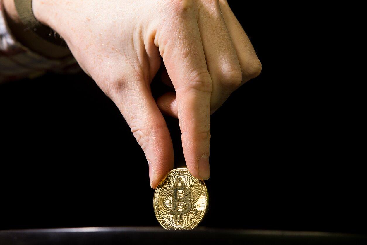 Papildomus investuokite bitkoiną į singapūrą