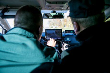 Naujas siūlymas: kai nėra galimybės nustatyti vairuotoją – bauda automobilio savininkui
