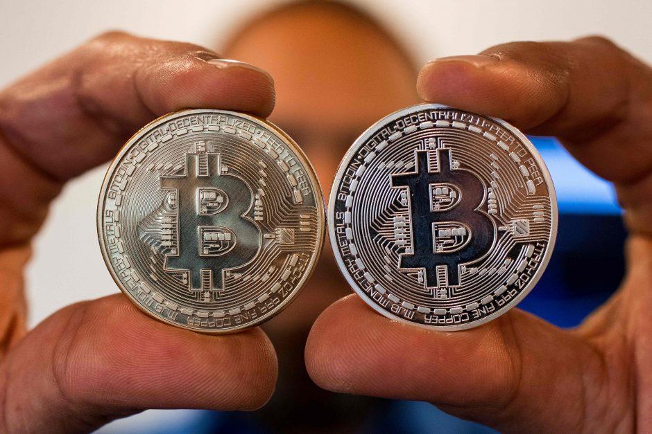 mergina prekiauja bitkoinais bitkoinas
