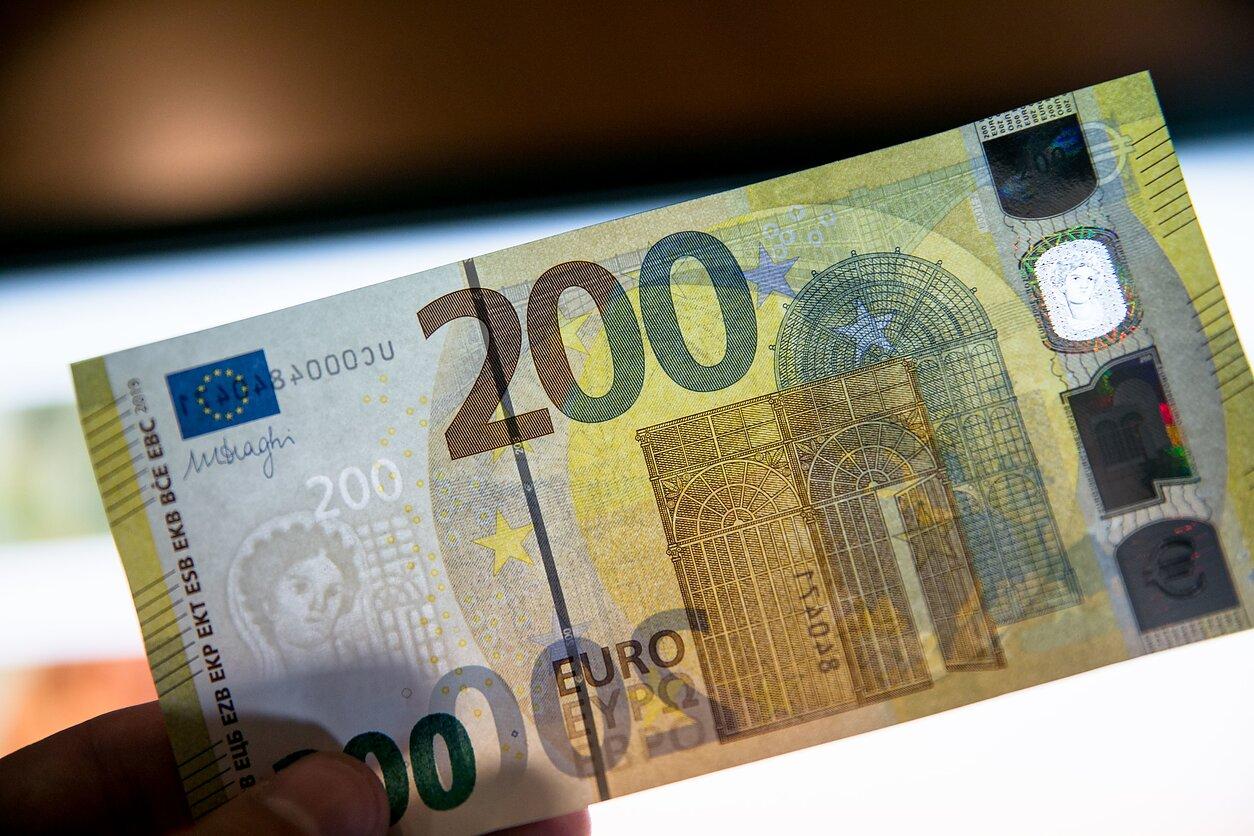 investuoti pinigus uždirbti kriptovaliutą prekybos kortų žaidimų sistemos